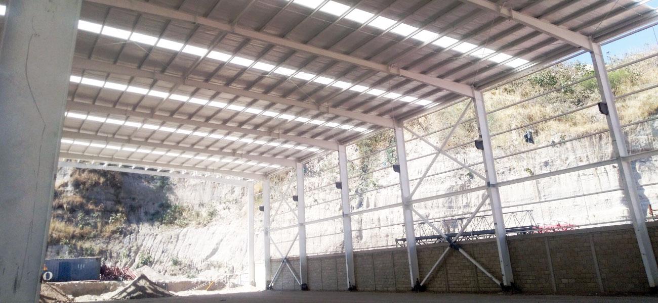muro-techo-nave-industrial-tierra-y-metal